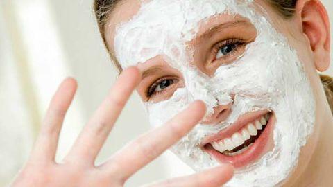 Evde Hazırlayabileceğiniz Canlandırıcı Yüz Maskesi Tarifleri